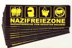 """Zum Aufkleber-Paket """"Nazifreie Zone"""" für 1,60 € gehen."""