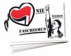 """Zum Aufkleber-Paket """"Nie wieder Faschismus"""" für 1,80 € gehen."""