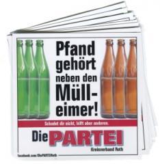 """Zum Aufkleber-Paket """"Pfand gehört neben den Mülleimer! (mit PARTEI-Unterstützungsbeitrag)"""" für 3,90 € gehen."""