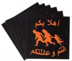 """Zum Aufkleber-Paket """"Refugees welcome (arabisch)"""" für 1,80 € gehen."""