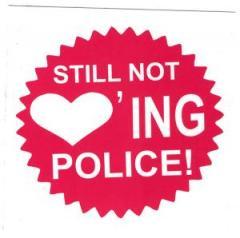 """Zum Aufkleber-Paket """"Still not loving police!"""" für 1,60 € gehen."""